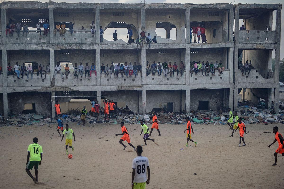فوتبال در مدرسه متروکه سومالی